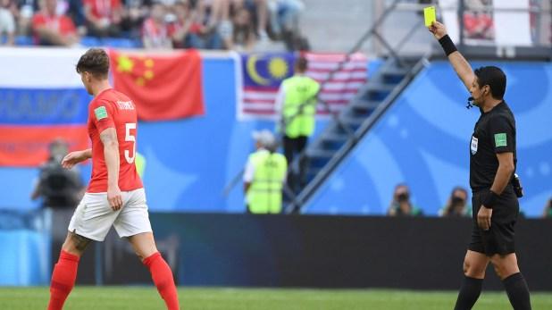 Alireza Faghani sacó tres tarjetas amarillas en el partido entre Inglaterra y Bélgica (AFP PHOTO)