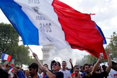 Las celebraciones en París, tras la victoria de Francia ante Croacia, en el último partido del Mundial (AP Photo/Thibault Camus)