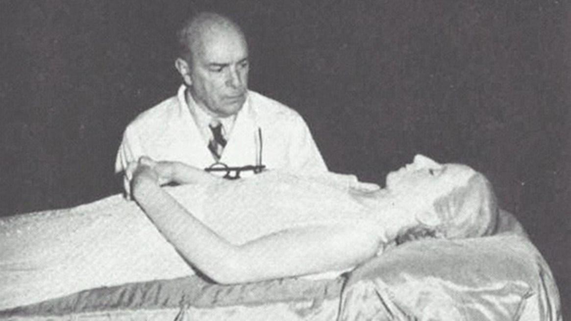 Su cadáver fue embalsamado por orden del General Perón y luego exhibido en el edificio de la CGT