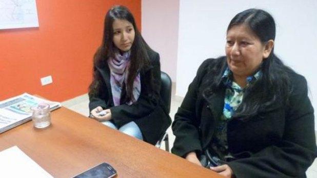 Lucía Cuéllar, la hija de Manuel Roseo, y su madre, Nélida