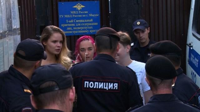 Verzilov fue uno de los cuatro miembros de Pussy Riot que irrumpieron en la final de fútbol. (AFP)