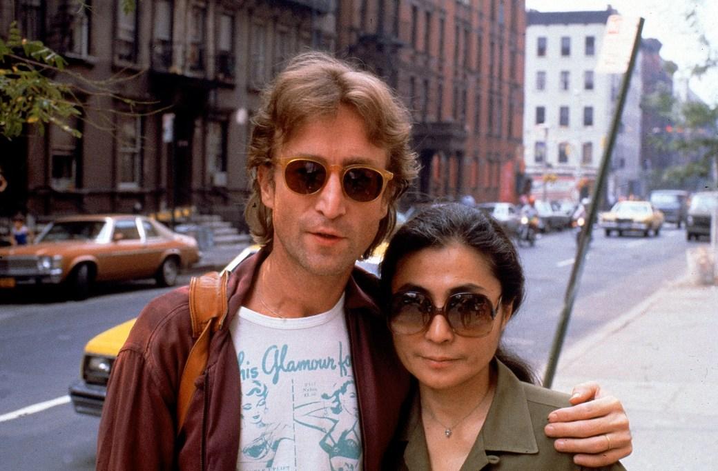 John Lennon y su segunda esposa, Yoko Ono (R). (Foto: David Mcgough/DMI/The LIFE Picture Collection/Getty Images)