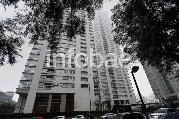 15. En el piso 25 de Azucena Villaflor 450(Puerto Madero), Baratta recibió US$ 3.000.000 de Electroingeniería