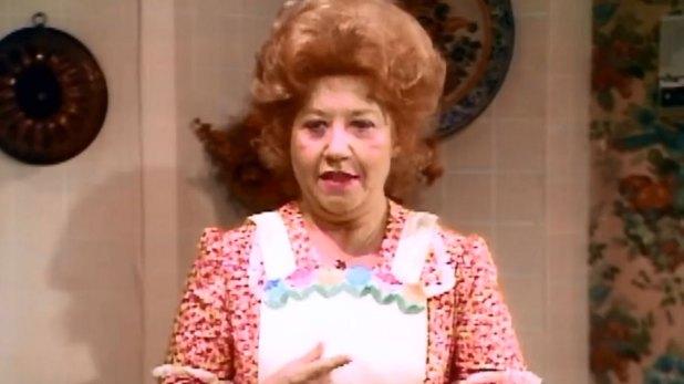 """Charlotte Rae famosa por interpretar a Edna Garret en """"Blanco y Negro"""""""
