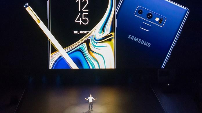 La cámara trasera es la misma que el S9 y S9+, de 12 MP, con lente de doble apertura que se ajusta a la luz existente.