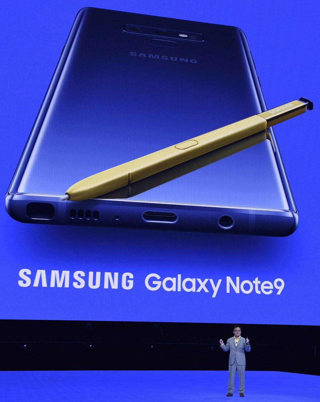El lápiz óptico S Pen cuenta con bluetooth y funciona como puntero (AFP PHOTO / TIMOTHY A. CLARY).
