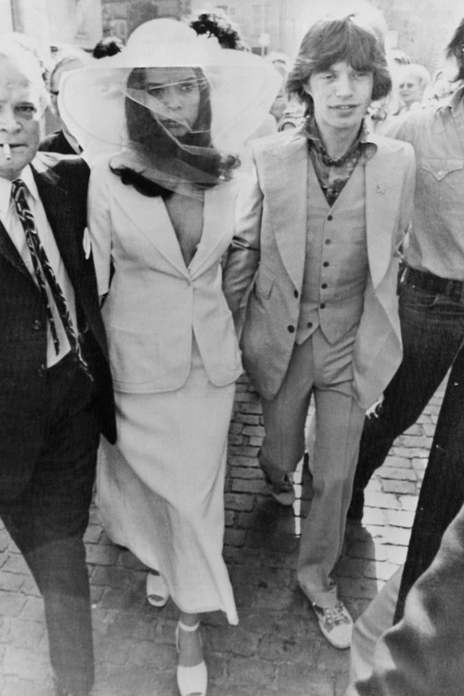 Mick Jagger y su calzado deportivo, al altar