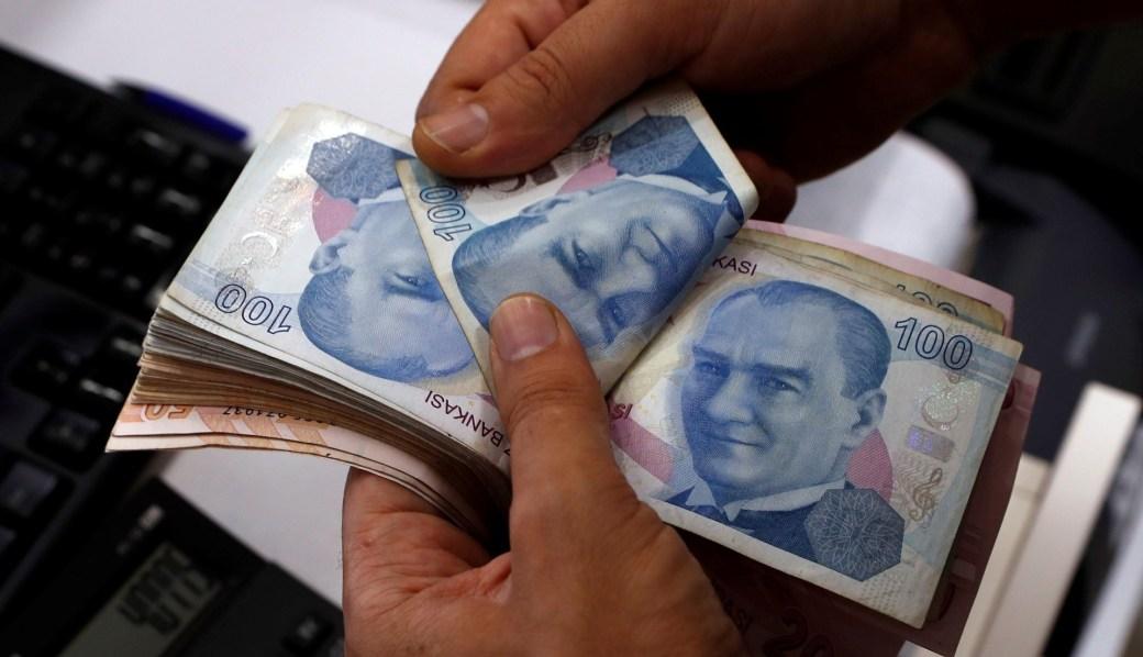 La moneda se cotizaba a 6,68 unidades por dólar, aún lejos de su pozo histórico de 7,24 (Reuters)