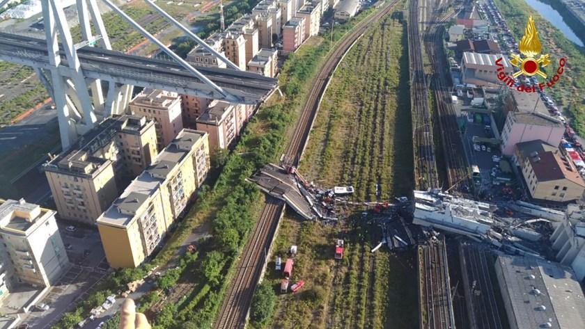 Toma aérea del Puente Morandi tras la tragedia (AFP)
