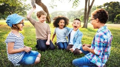 Dedicar tiempo a los hijos para Nomen es la principal forma de educación, porque es una expresión verdadera de amor.