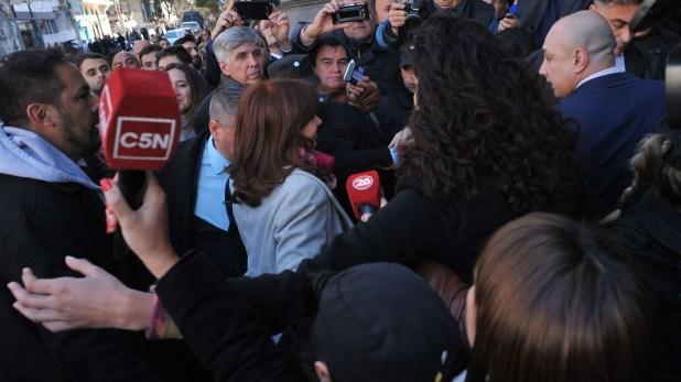 Cristina Kirchner llegando al Senado (foto Patricio Murphy)