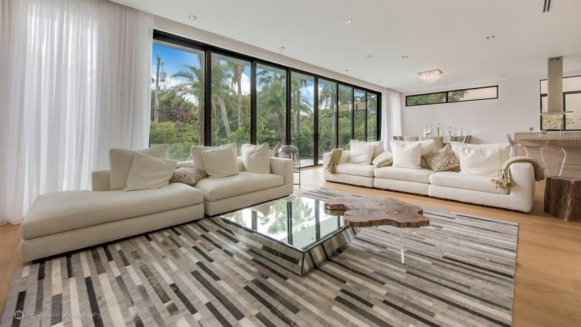 Diseñada con un estilo tropical en mente, Sabal Development ofrece tranquilidad y privacidad en el diseño de la casa
