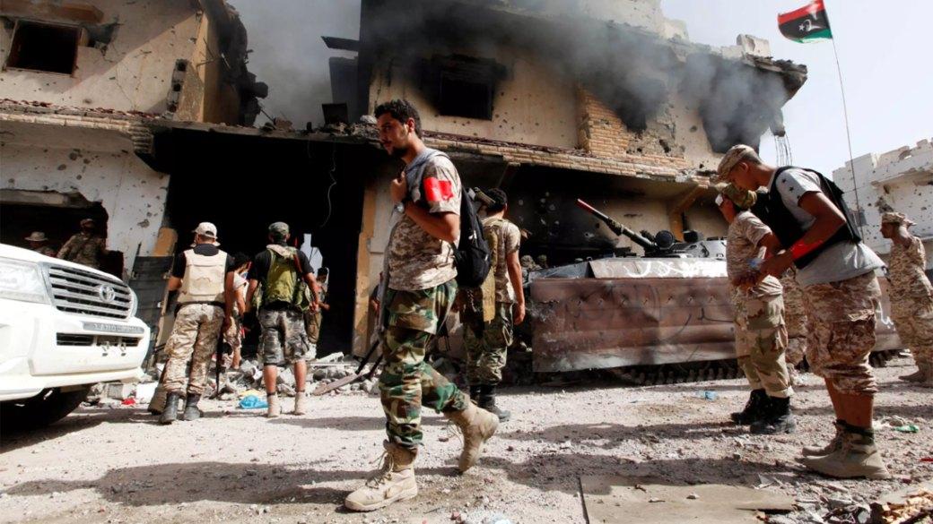 Un bombardeo de ISIS en Libia (Reuters)