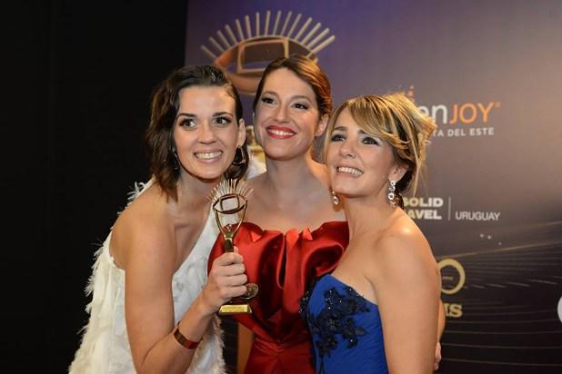 """Paula Echevarría, Camila Cibils y Cecilia Olivera, conductoras del programa de radio """"De Taquito"""" (Diario El País de Uruguay)"""