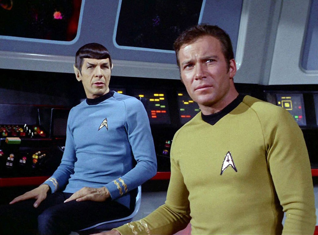 Leonard Nimoy como Spock y William Shatner como el capitán T. Kirk en Star Trek (CBS via Getty Images)