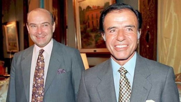 El entonces presidente Carlos Menem y su ministro Domingo Cavallo impulsaron una ley para cobrarle ganancias a los jueces (Foto: AFP)