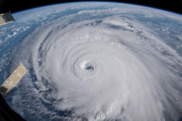 Vista del huracán Florence en el Océano Atlántico en dirección oeste, noroeste hacia la costa este de los Estados Unidos, tomada por cámaras fuera de la Estación Espacial Internacional (REUTERS)
