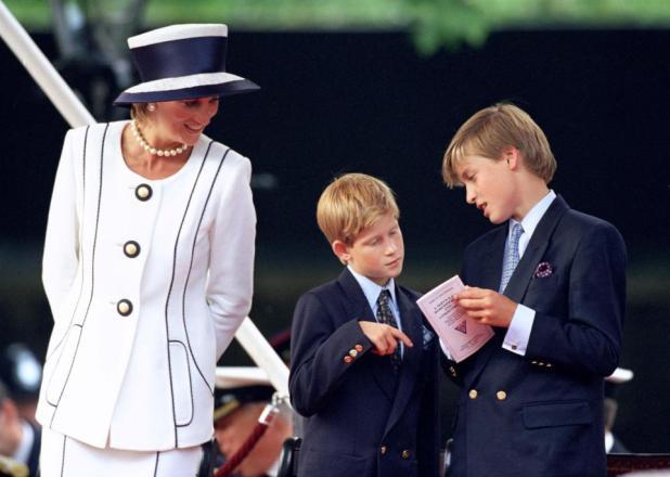 Lady Di con sus hijos Harry y William. Épocas felices para los niños. La princesa recién sentía que dejaba atrás años de tormentos