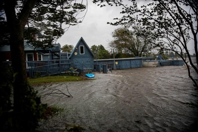 En New Bern, Carolina del Norte, se siente la llega del huracán.