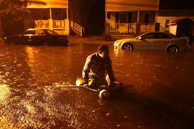 El ojo del huracán Florence llegó a la costa este de EEUU, causa inundaciones y masivos cortes de energía eléctrica.