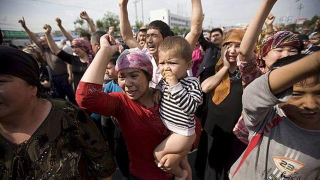 Manifestación uigur convocada en Urumqi, el 7 de julio (EFE)