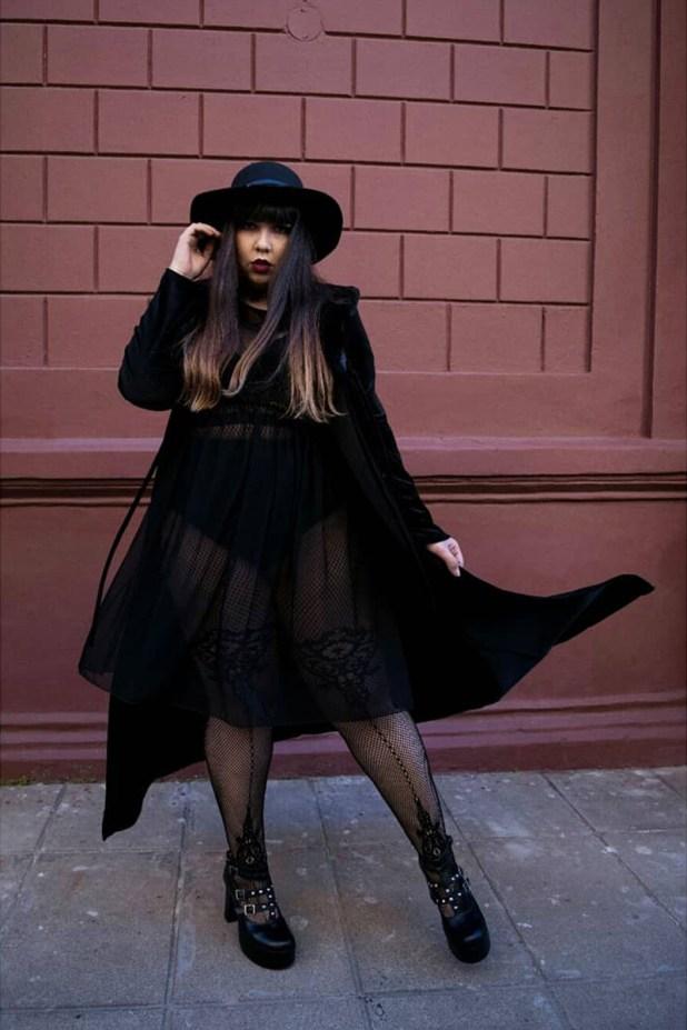"""""""El click para aceptar mi cuerpo fue cuando empecé a ver que me vestía toda de negro, usaba sacos con más de 40°C de calor para no mostrar los brazos. Me vi escondiéndome para no provocar una incomodidad en los otros y la única que estaba incómoda era yo"""", dijo Sofía"""