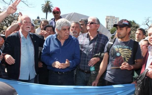 Hugo Moyano y Omar Plaini en La Plata