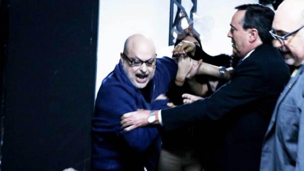El senador Payo Cubas dijo que dio un cintarazo a su colega y que no se arrepiente (@zacariasirun)