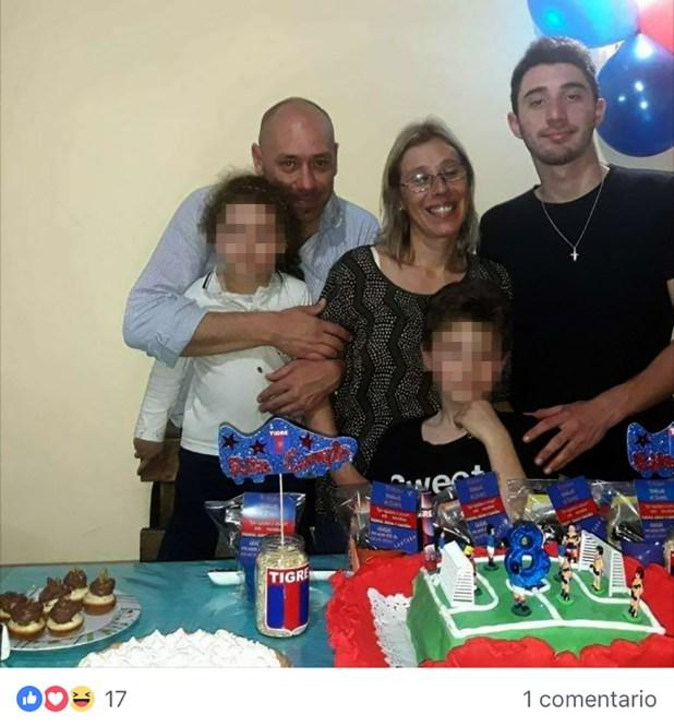 Cutrera en un cumpleaños familiarjunto a su mujer y sus hijos de 3 y 8 años