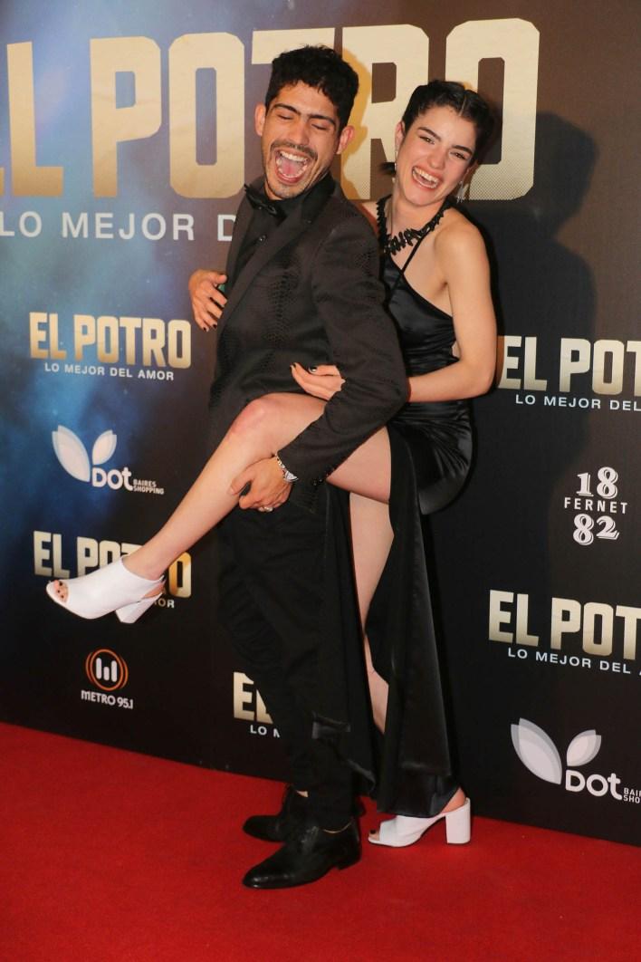 Sabiéndose protagonista, Rodrigo fue una de los más divertidos de la noche; aquí, con Malena Sánchez