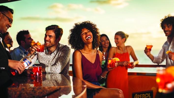El entretenimiento, el confort, la gastronomía y la vida social son algunos de los ejes del éxito de los cruceros según la naviera Costa.