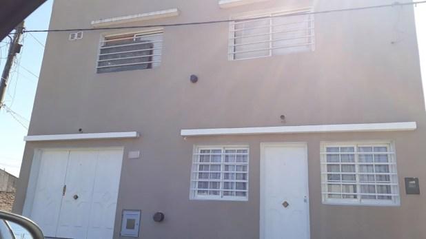 La vivienda ubicada en la calle 140 al 800 entre 49 y 50, en el barrio San Carlos. Allí encontraron el cadáver de Fernando Waldemar Torres Guerra