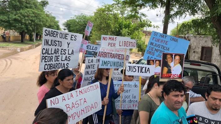 """Los partidarios de Miguel Jiménez, """"El Terrible"""", principal acusado del caso, protestan en la calle."""