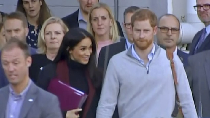 Los duques de Sussex llegando este lunes a Sydney (AP)