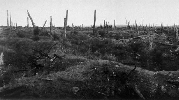 """La """"tierra de nadie"""", el espacio entre las dos trincheras de vanguardia enfrentadas, en Flandes"""