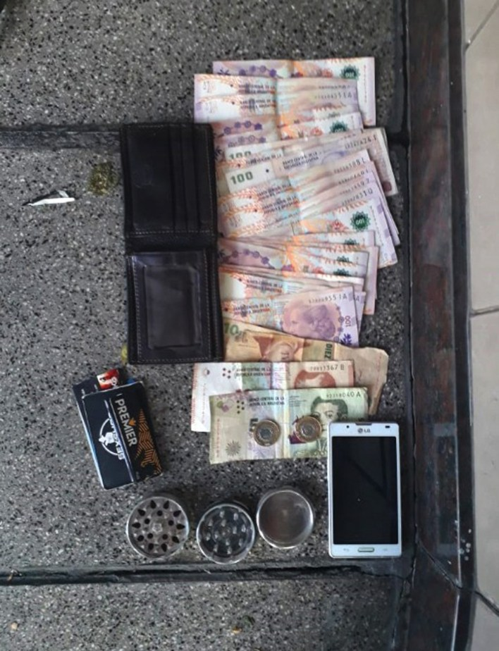 A los detenidos les secuestraron tres mil pesos y sus celulares