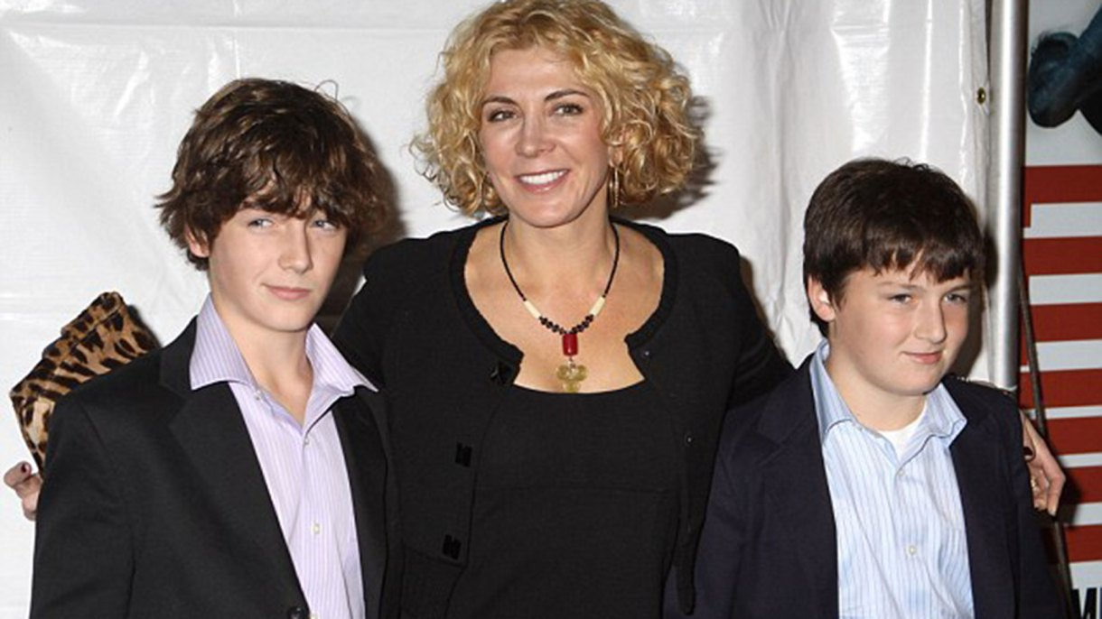 Natasha Richardson con sus hijos Micháel (izquierda) y Daniel (derecha)