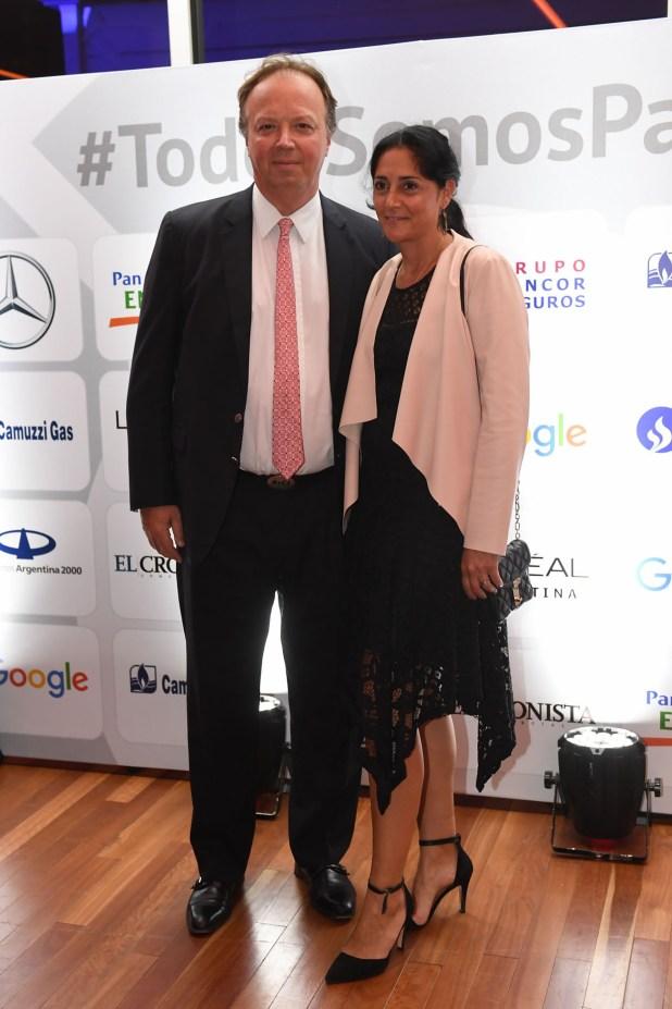 Juan Ignacio Nápoli, presidente del Banco de Valores, y su mujer María Laura