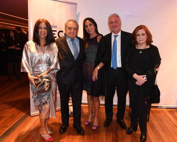 El empresario Eduardo Eurnekian junto a Carolina Barros (Corporación América), Matías Patanian (Aeropuertos Argentina 2000) y su mujer Karina; y Teresa González Fernandez (ALPI)