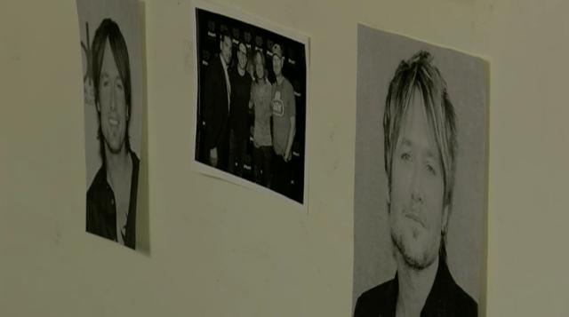 La decoración del cuarto de Marissa en el hospital está hecha con fotos de Keith Urban
