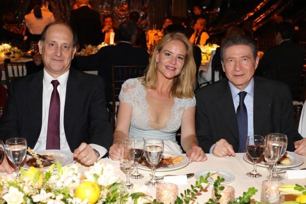 El Vicecanciller Daniel Raimondi, junto a Pilar Lacalle y al embajador Guignard