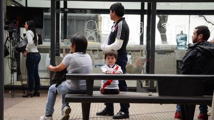 Los más pequeños también disfrutaron del recibimiento a los futbolistas (Julieta Ferrario)