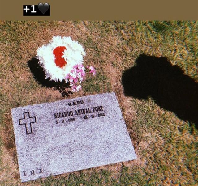 El 6 de noviembre, Ricardo Fort hubiese cumplido 50 años. Su hija Martita posteó en su cuenta de Instagram la imagen de la lápida del mediático con un ramo de flores