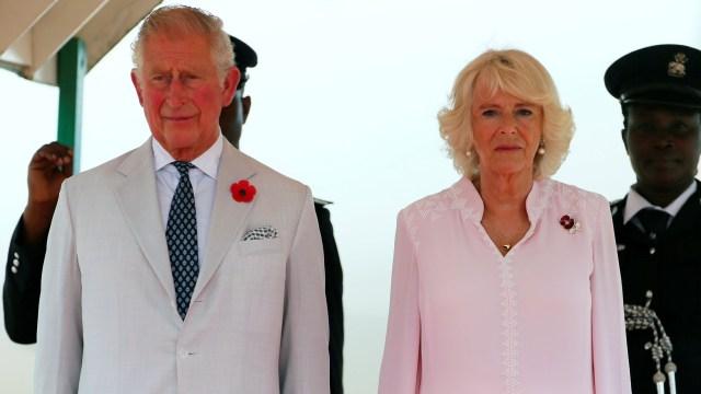 El príncipe Carlos y Camilla Parker Bowles en Nigeria en 2018. REUTERS/Afolabi Sotunde/Pool