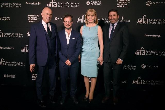 Jorge Telerman y Enrique Avogadro junto a la directora del Teatro Colón, María Victoria Alcaraz, y el secretario de Gobierno porteño, Fernando Straface