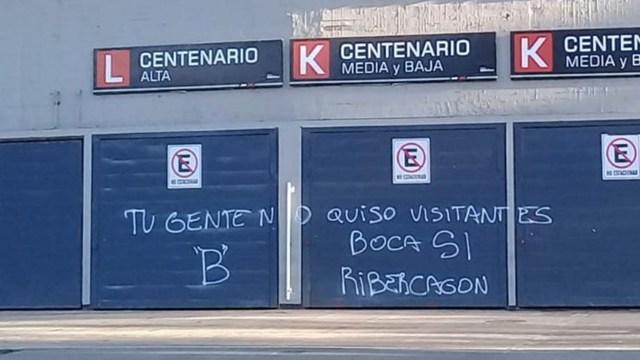 Las autoridades del club taparon las inscripciones rápidamente (@PauloFilippini)