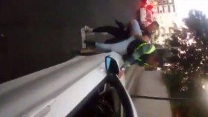 El propietario del BMW golpeó al ayudante de la agente contra el capó (Foto: especial)