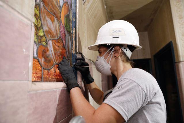 Hoy se trabaja en conjunto para componer estructuras (fachada, terrazas, pisos), retocar vitrales y la marquesina.