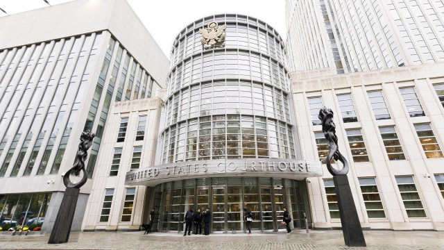 Los tribunales de Brooklyn,Nueva York, donde se realiza, con fuerte vigilancia armada, el juicio contra Joaquín el Chapo Guzmán. (EFE)