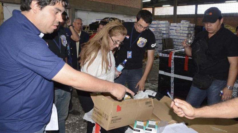 Los cargamentos contrabandeados por las firmas de Walid Amine Sweid y Ricardo Galeano Fariña decomisados por la policía paraguaya (ABC Color)